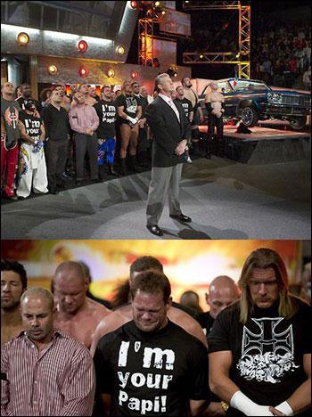 WWE의 모든 선수와 관계자들은 RAW 시작전 종을 10번 울리며 에디 게레로를 추모했다 WWE의 모든 선수와 관계자들은 RAW 시작전 종을 10번 울리며 에디 게레로를 추모했다